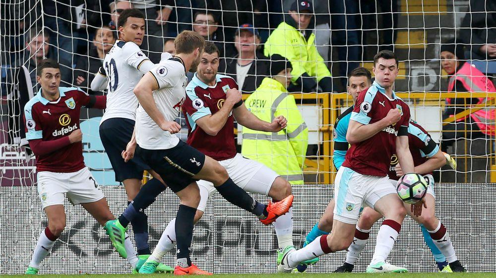 Tottenham ganó y acortó distancias con Chelsea