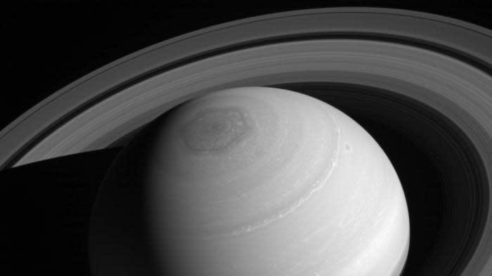 EN IMAGES. Pourquoi vous devez vous intéresser à la mission Cassini, qui survole Saturne