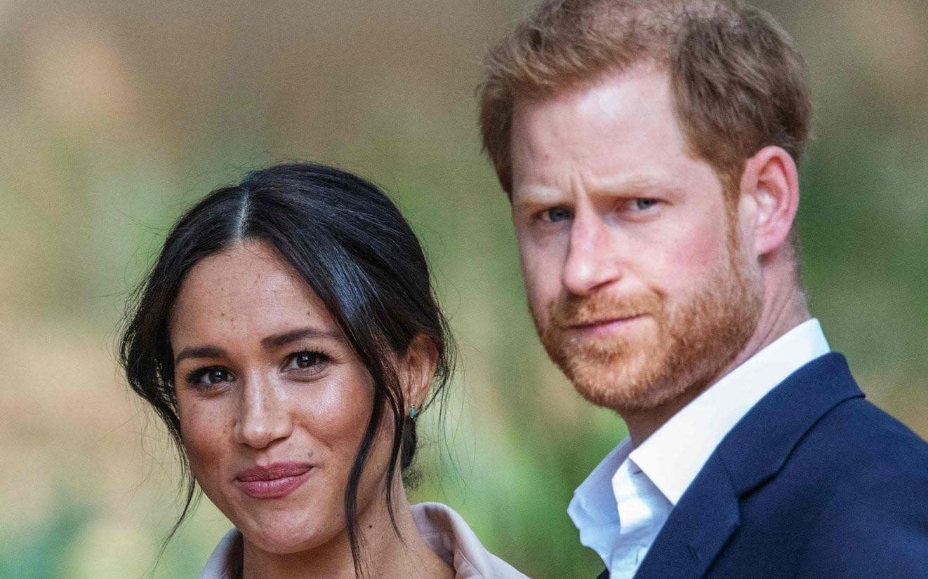 """Buckingham Palace pronto per l'annuncio finale di """"Megxit"""" sul patrocinio reale di Harry e Meghan thumbnail"""
