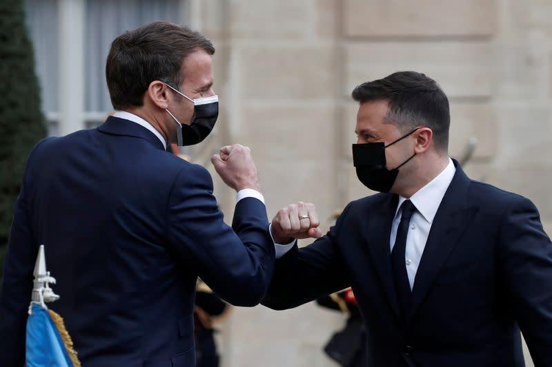 Macron et Merkel réclament le retrait des renforts russes près de l'Ukraine