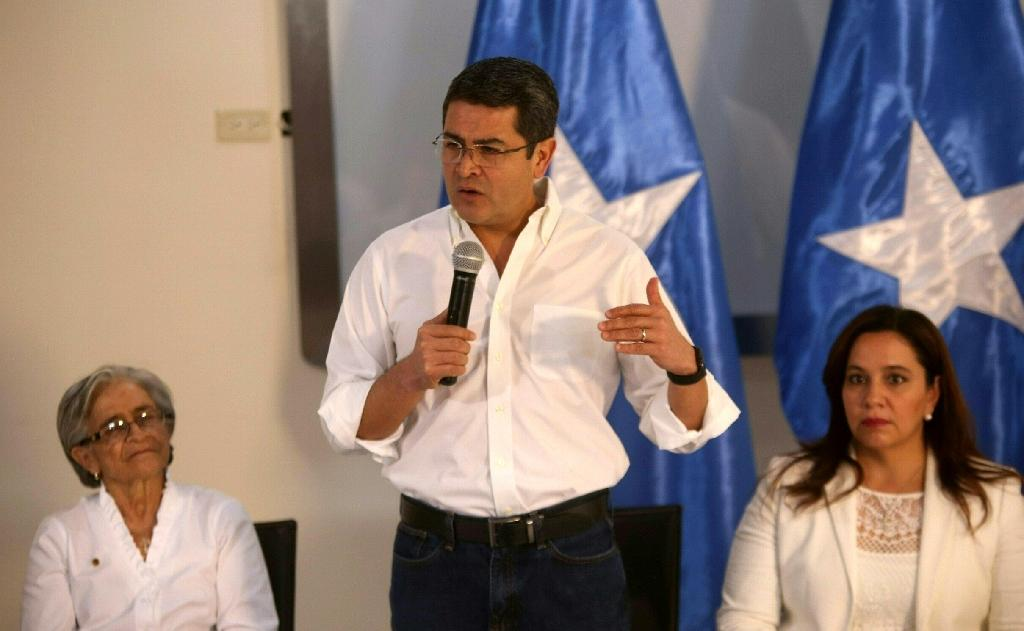 Honduran President Juan Orlando Hernandez (C) said he plans to protect the approximately 1 million Hondurans living in the US, many of them illegally, following the election of Donald Trump as US president on an anti-immigrant platform