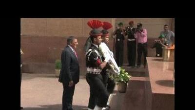 Panetta visits Indian war memorial