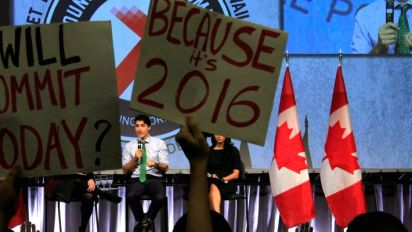 Twitter reacts to heckles at prime minister at youth summit