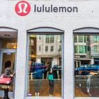 Can lululemon's (LULU) Solid Holiday Results Aid Q4 Earnings?