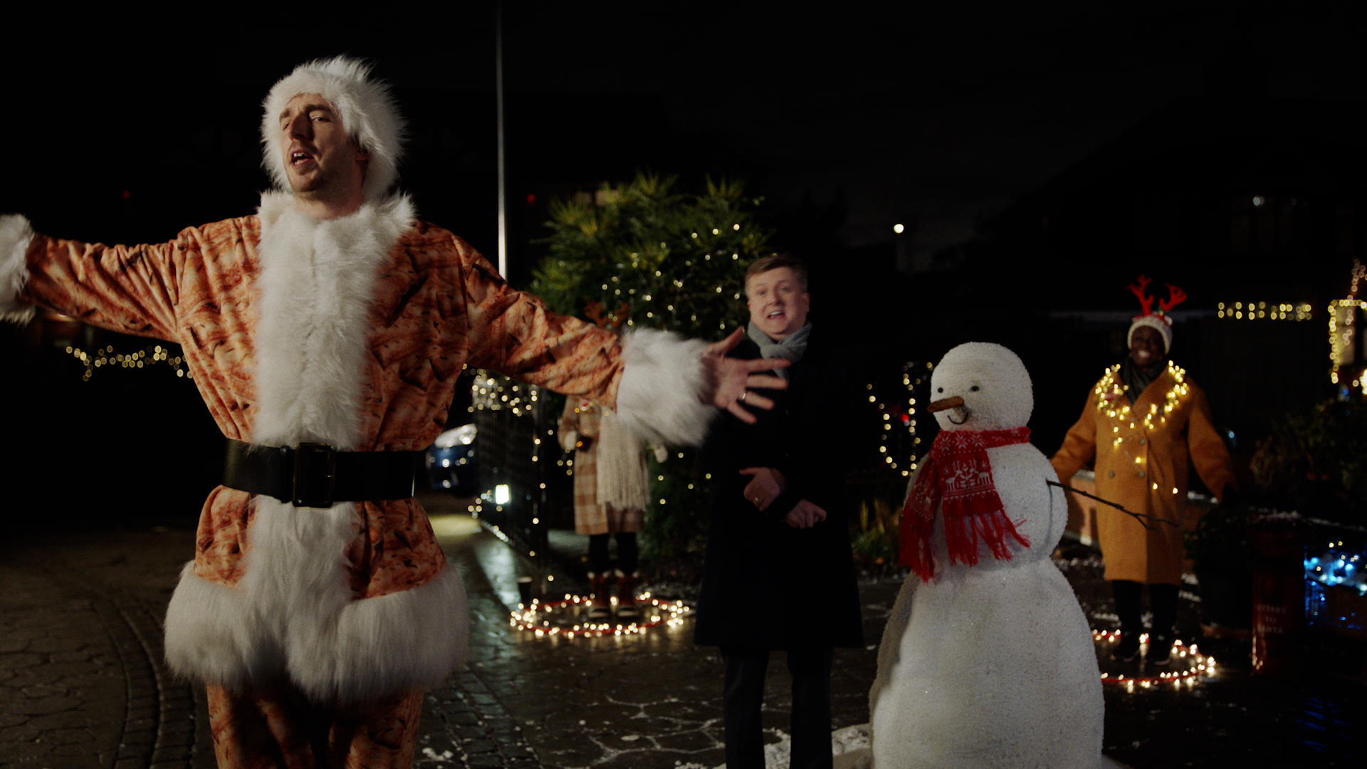 LadBaby joined by Aled Jones and Tony Mortimer for Walkers Christmas advert