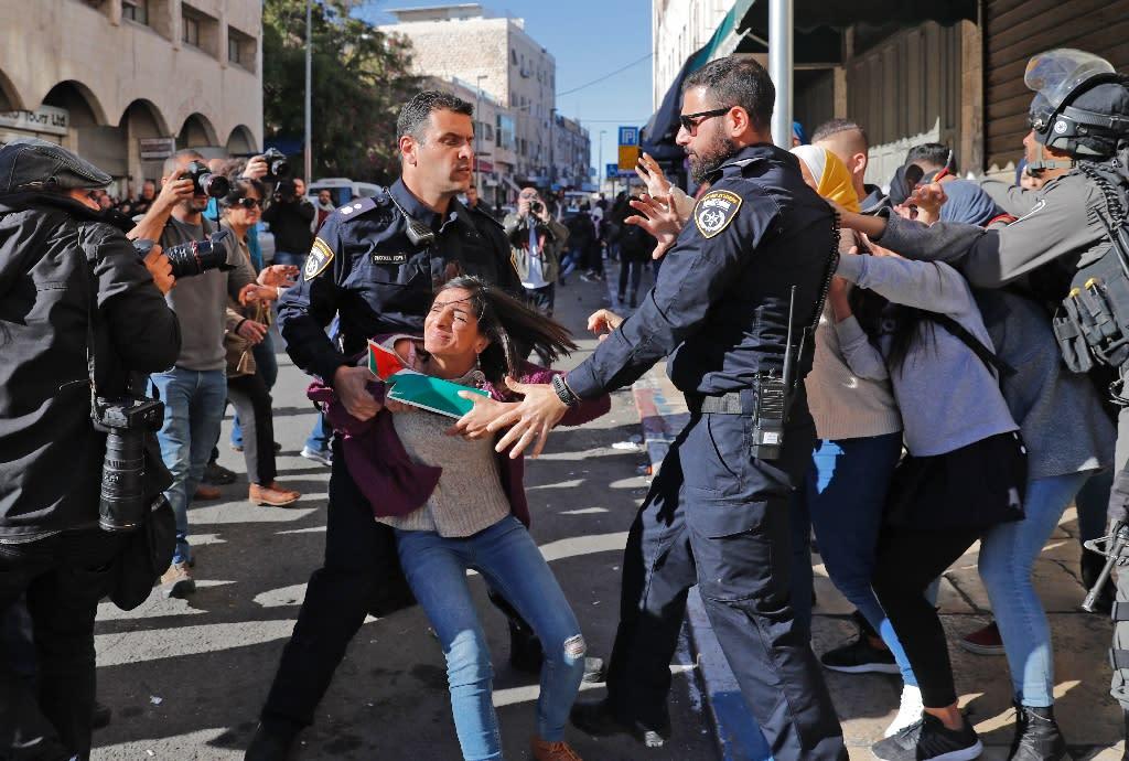 Israeli police disperse Palestinian protesters on December 9, 2017, in East Jerusalem (AFP Photo/Ahmad GHARABLI)