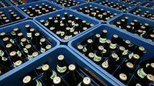 Skurrile Aktion! Brautpaar bekommt 30.000 Pfandflaschen als Hochzeitsgeschenk