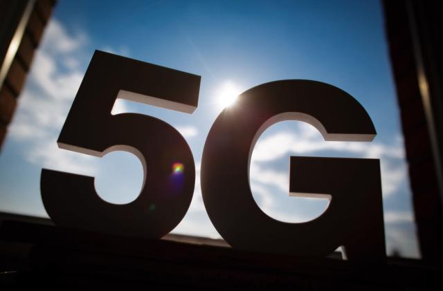 FCC announces 5G airwave auction and $20 billion rural broadband fund