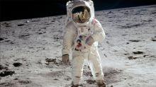 Lego constrói traje espacial em tamanho real para homenagear Apollo 11