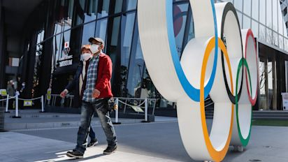 Olympic organizers ignore experts, will allow fans