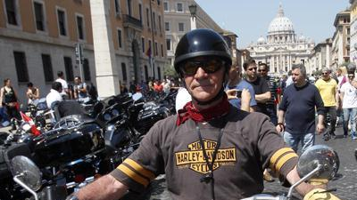 Raw: Harley Riders Roar Through Vatican