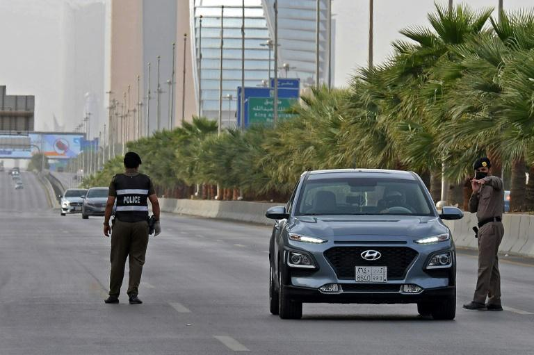 Riyadh, like the rest of the country, is currently under a 15-hour curfew, a measure designed to slow the advance of the coronavirus (AFP Photo/FAYEZ NURELDINE)