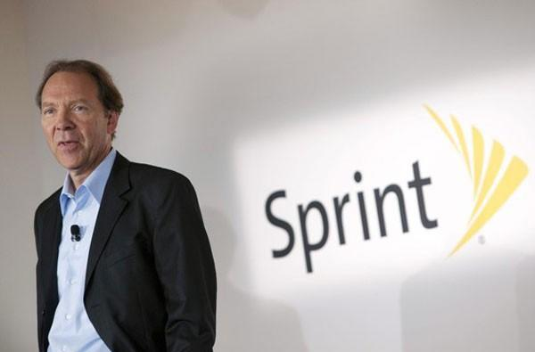 Sprint CEO takes pay cut as investors voice concern about cost of iPhone deal