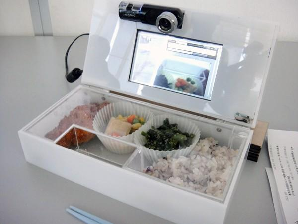 LunchCommunicator films your every single bite, saves relationships