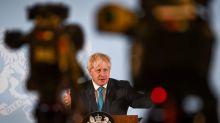 Johnson confunde las nuevas normas para la COVID-19 tras las restricciones en el noreste de Inglaterra
