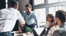 Fingir falsas emoções no trabalho prejudica o relacionamento a dois