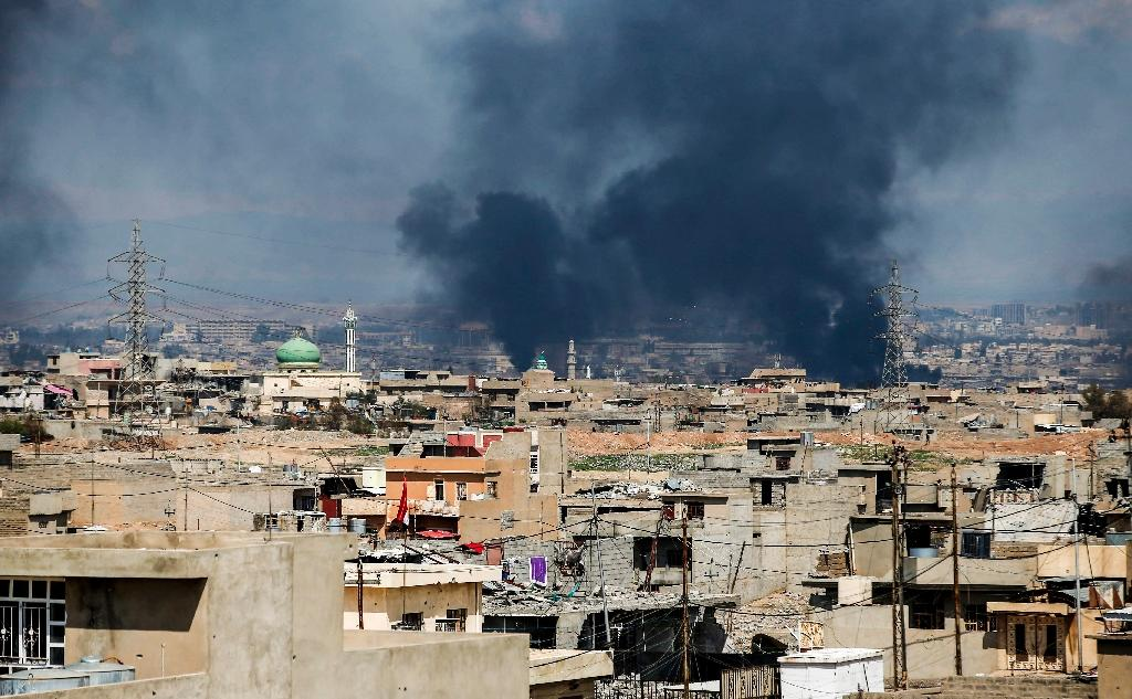 Smoke rises from a neighbourhood in west Mosul, during an offensive by the Iraqi forces to retake the city from Islamic State (IS) group fighters on March 24, 2017