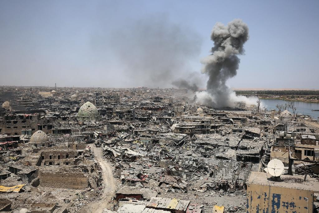 Smoke billows following an air strike targeting the Islamic State group in the Iraqi city of Mosul on July 9, 2017