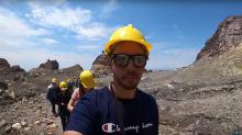 Video muestra el momento en el que un guía turístico se da cuenta de la inminente erupción del volcán