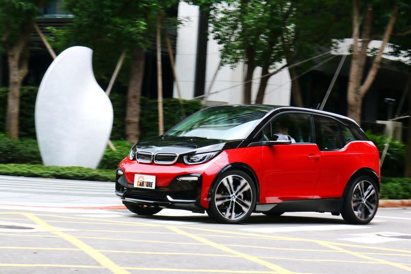 i3s同樣有電動車直效帶勁的加速感,動力提升後更加有感。
