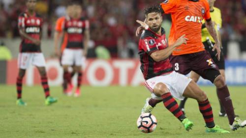 Diego sofre entorse no joelho direito e será reavaliado nesta quinta-feira