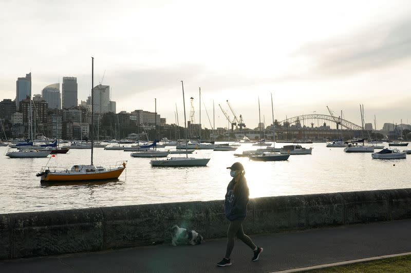 Sydney faces COVID-19 lockdown extension amid record 2021 cases