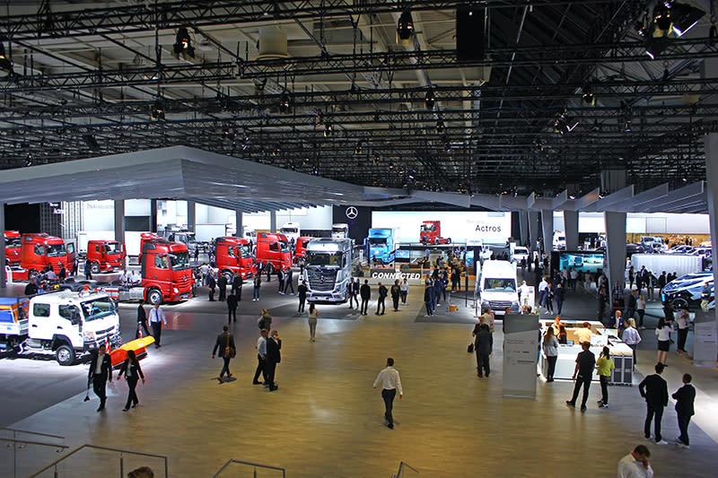 在歐洲,能夠與VAG商用車大軍相抗衡的,大概就屬另個同樣寬闊到腳酸展館裡的Daimler AG商用車了。