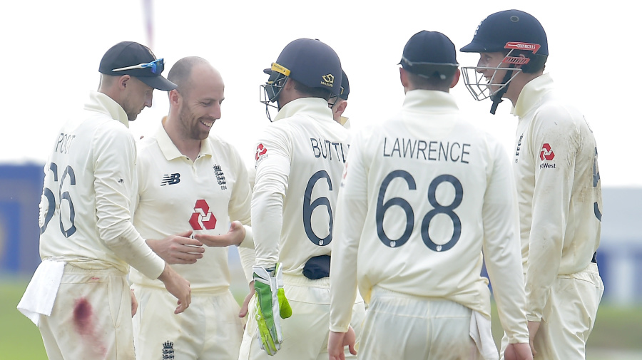Jack Leach shines as England close in on Sri Lanka victory despite nervy start to chase