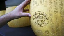 Les Italiens ne veulent pas que le parmesan passe sous le contrôle du français Lactalis