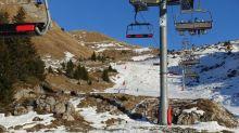"""Stations de ski ouvertes en Suisse mais pas en France : """"Au recto le domaine suisse sera ouvert et au verso il sera fermé"""" côté français, s'agace le maire de Châtel"""