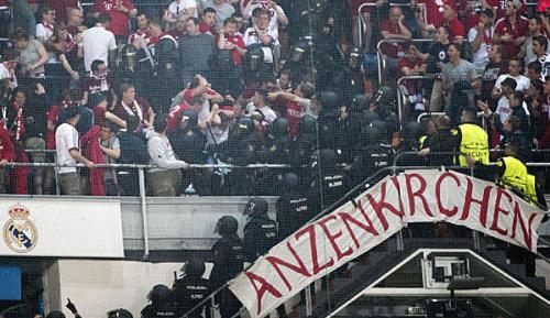 Champions League: Polizeieinsatz im Gäste-Block: Bayern mit Protest bei UEFA
