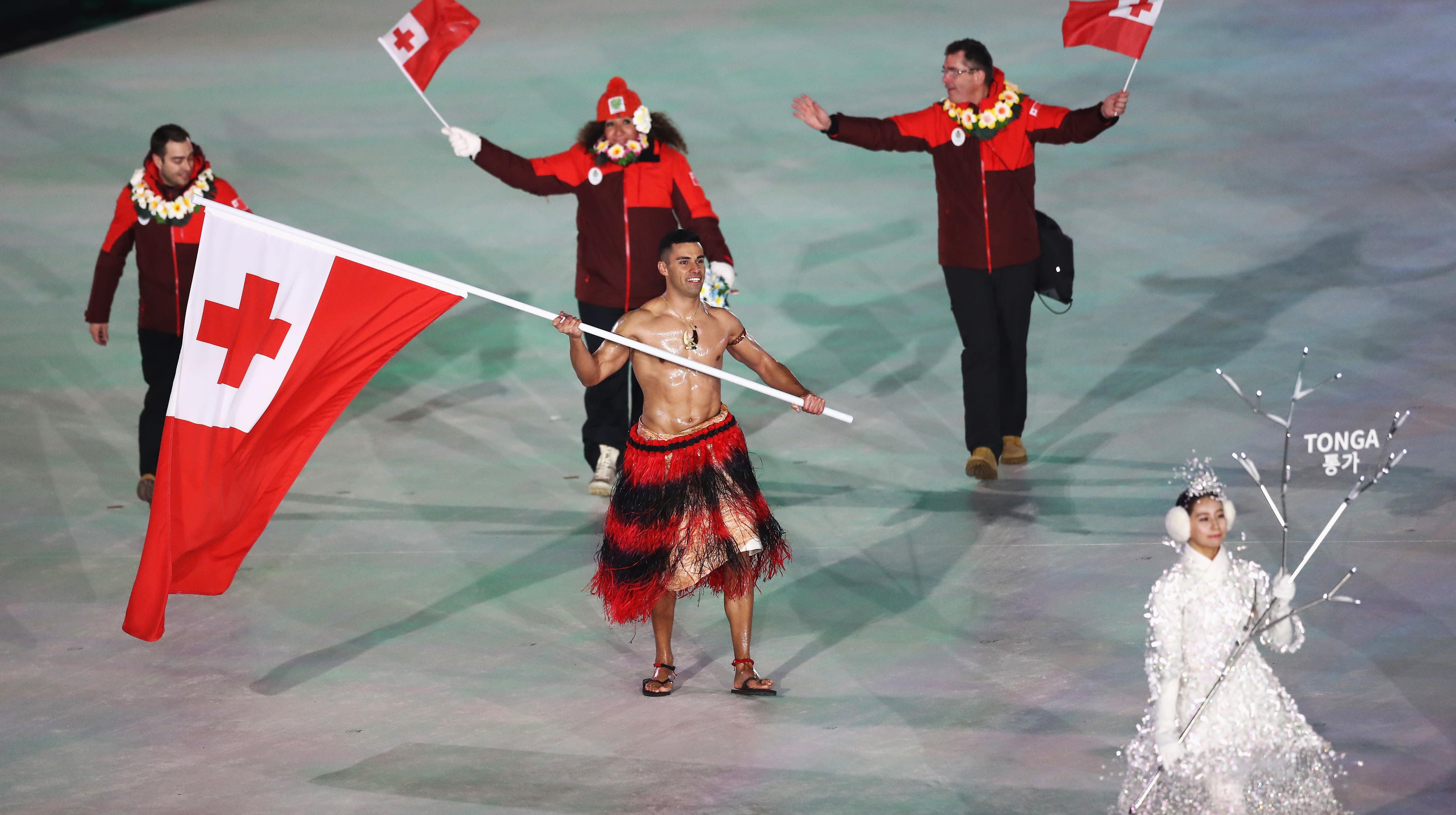 Shirtless Tonga Olympian Pita Taufatofua Wins Olympic Opening ...