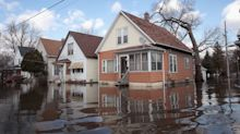Flooded U.S. Midwest Facing More Rain as Rivers Strain Banks