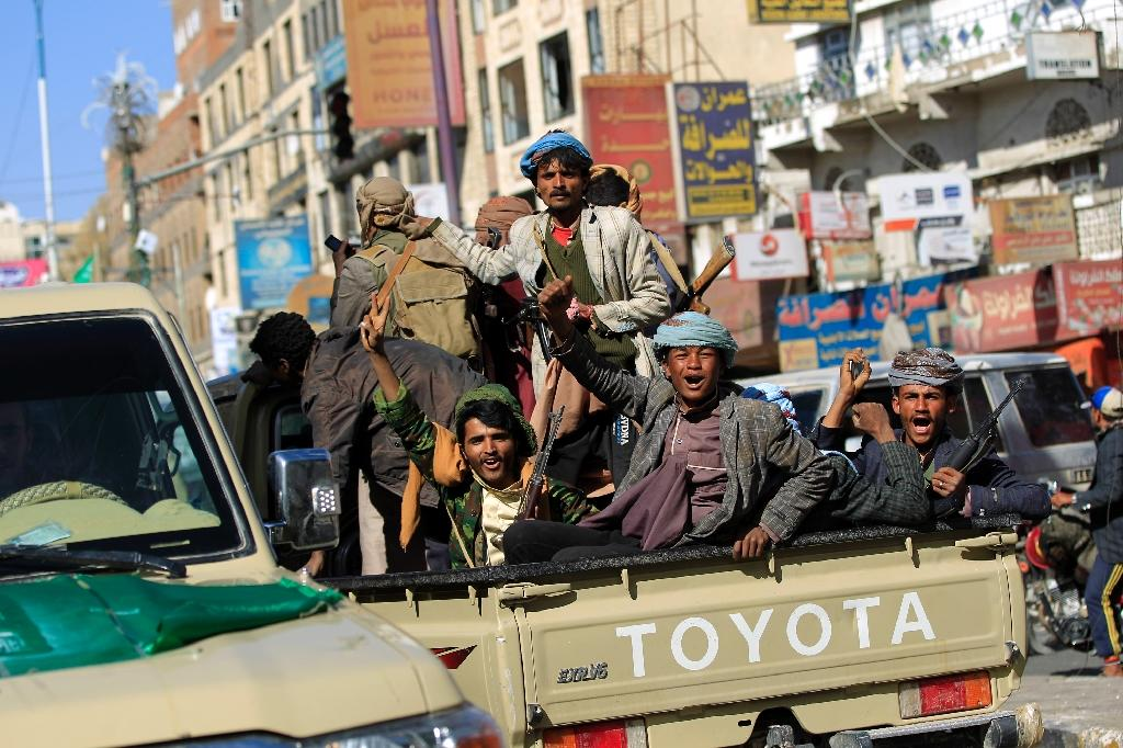 Huthi rebel fighters are seen in the Yemeni capital on December 4, 2017 (AFP Photo/MOHAMMED HUWAIS)