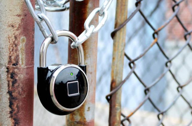 The TappLock smart padlock opens with a fingerprint