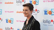 Anne Hathaway y otros exveganos que volvieron a comer animales