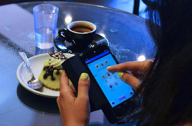 Smartphone accessory 3D-scans your food to count calories