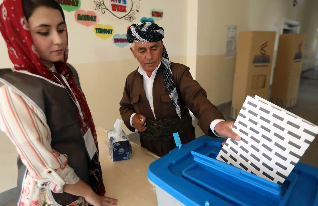 An Iraqi Kurdish man casts his ballot in Arbil, the capital of the Kurdish autonomous region in northern Iraq, on September 30, 2018 (AFP Photo/SAFIN HAMED)