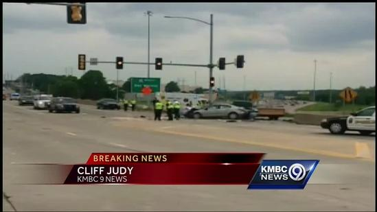 Police: 6 hurt in rollover wreck on I-35 off-ramp