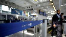 United Airlines anuncia medidas para reducir la sobreventa de vuelos