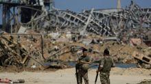 Beirute retira do porto escombros equivalentes ao peso da Torre Eiffel