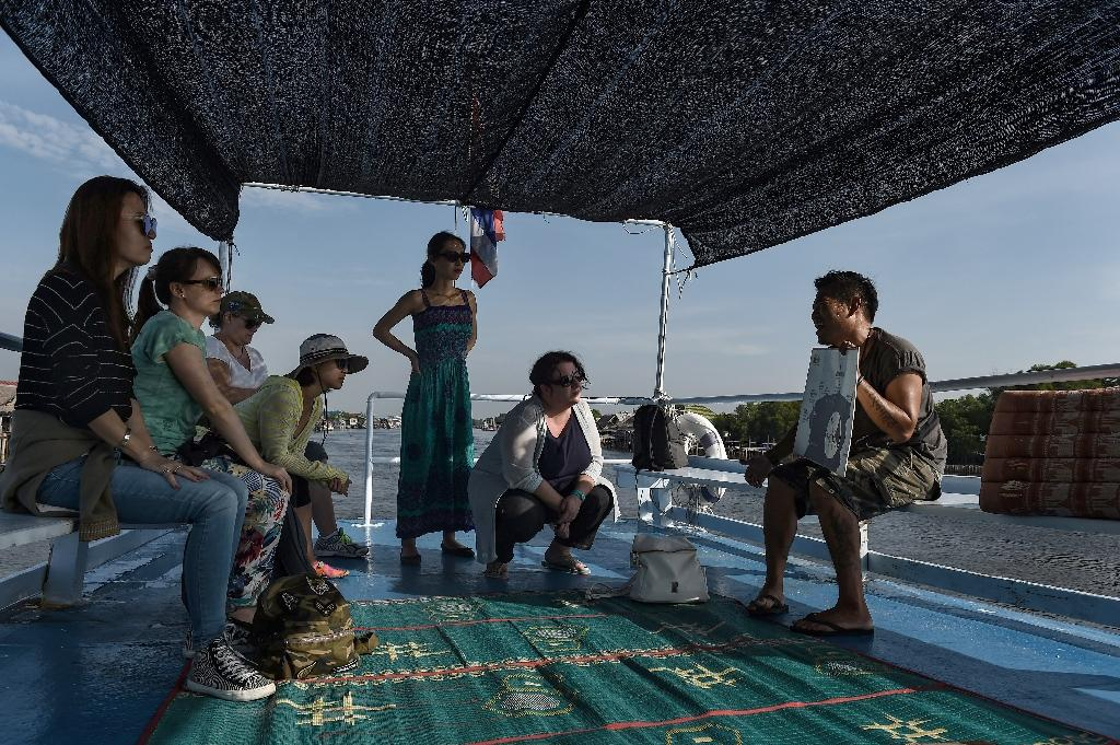 Whale-watching has become a global industry, with the number of people taking such trips growing to 13 million by 2008, according to the International Fund for Animal Welfare (AFP Photo/Lillian SUWANRUMPHA)