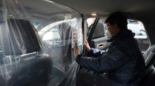 China instala paneles de plástico en los VTC para frenar el coronavirus