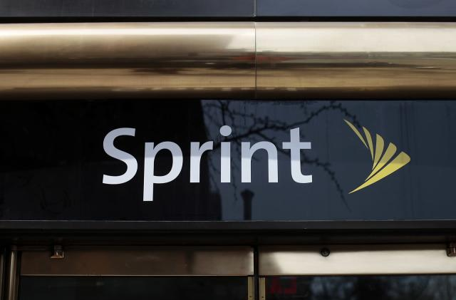 Sprint tempts Verizon's customers with a year of 'free' data