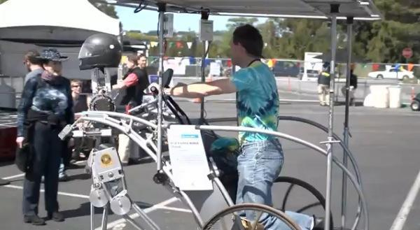 Solar-powered rollerblading robot carries you to work on a chariot of humiliation (video)