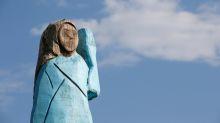 Incendian en Eslovenia estatua de madera de primera dama de EEUU, Melania Trump
