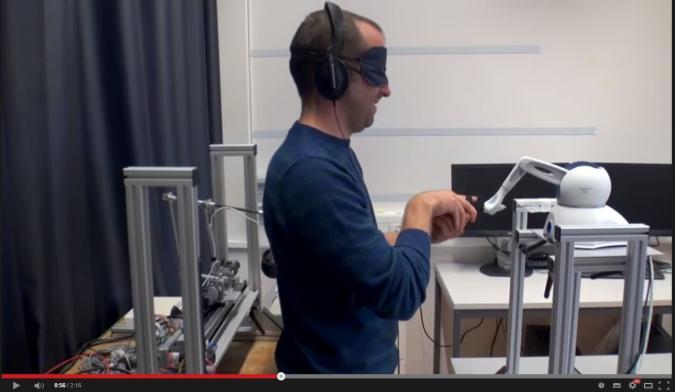 Ein Roboter, mit dem man (eigene) Geister beschwört