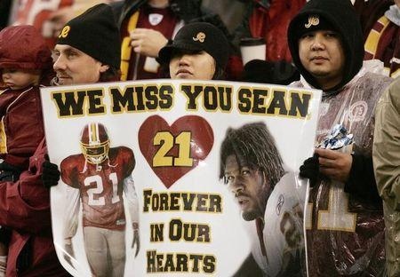 Washington Redskins fans show support for murdered player Taylor during game in Landover