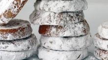 7 Holiday Cookies That Look Like They're Dusted with Snow