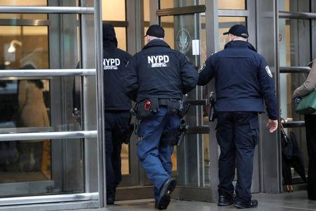 """Police enter the Brooklyn Federal Courthouse ahead of start of the trial of Joaquin Guzman, the Mexican drug lord known as """"El Chapo,"""" in New York City, New York, U.S., November 13, 2018. REUTERS/Mike Segar"""